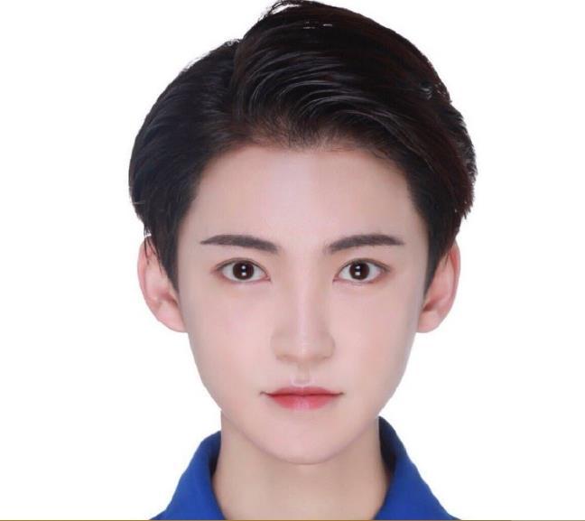 李由男变女变性前后对比照(旧照),他年龄多大了为什么要变性?